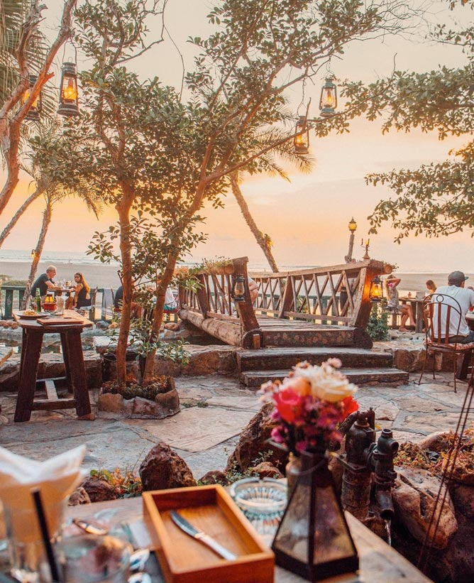Matahari Terbenam di Bali